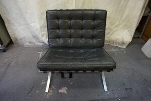 バルセロナチェアー ミース・ファン・デル・ローエのデザインの一人掛けソファの張替え修理です。